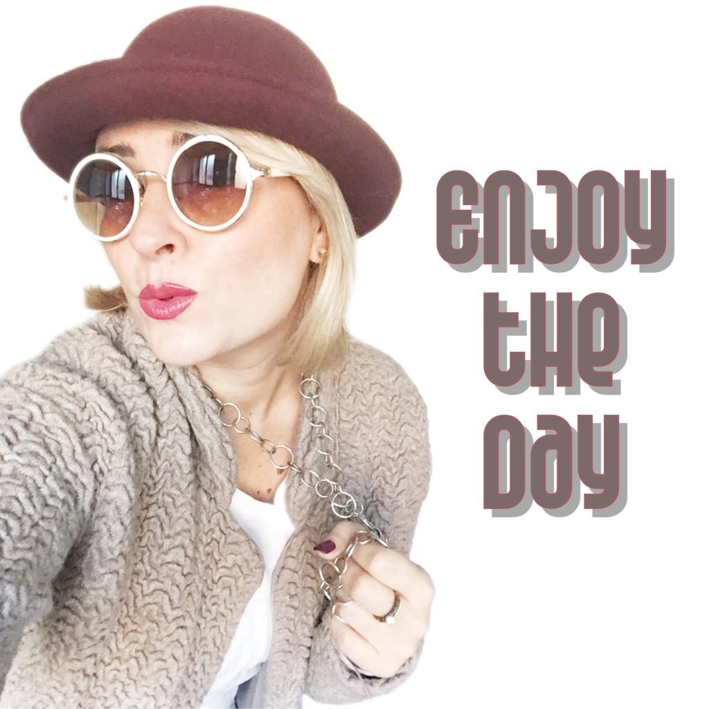 Lad con occhiali e cappello - outfit